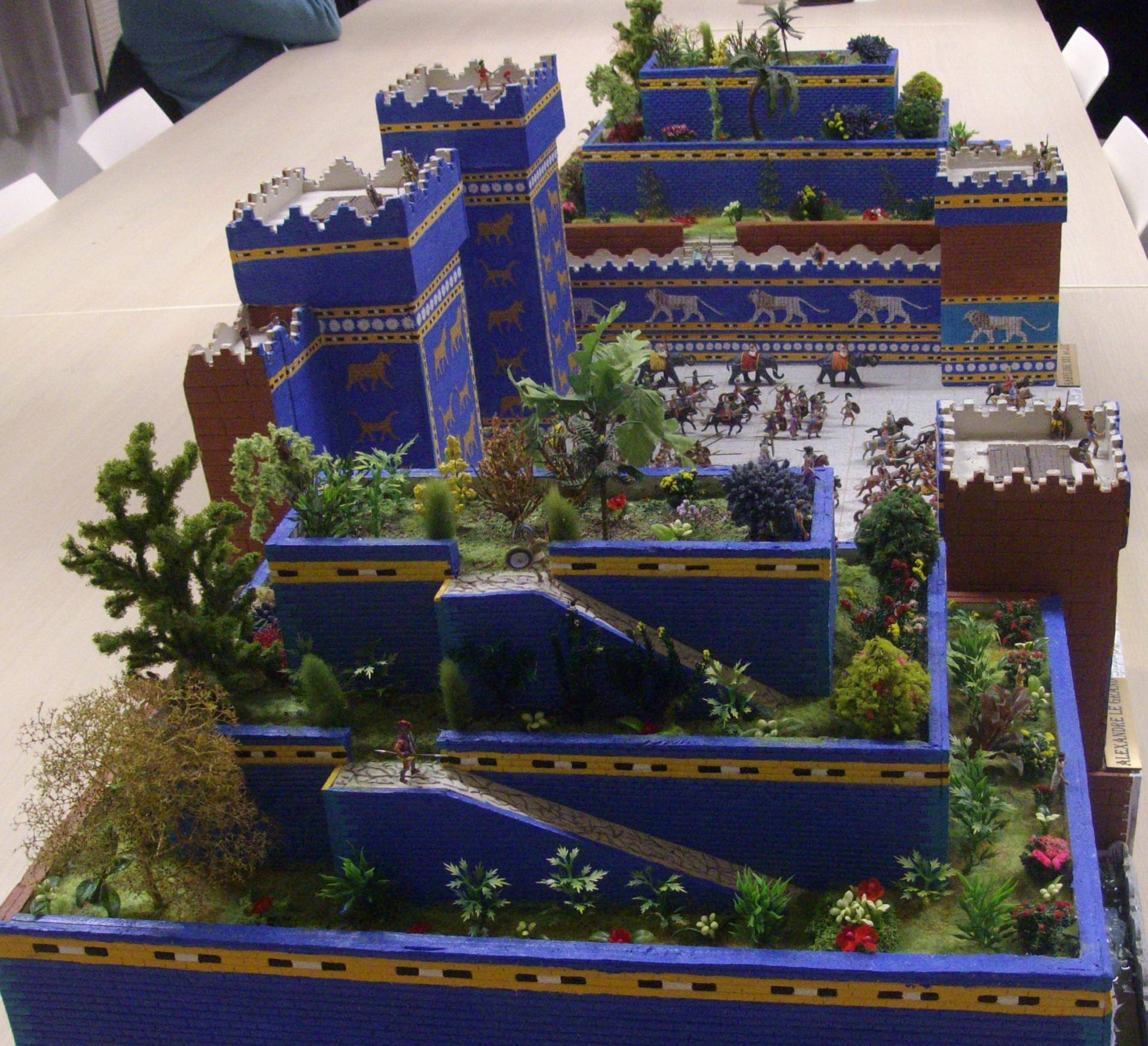 Royal maquette a cr un diorama d 39 alexandre le grand for Jardin suspendu babylone